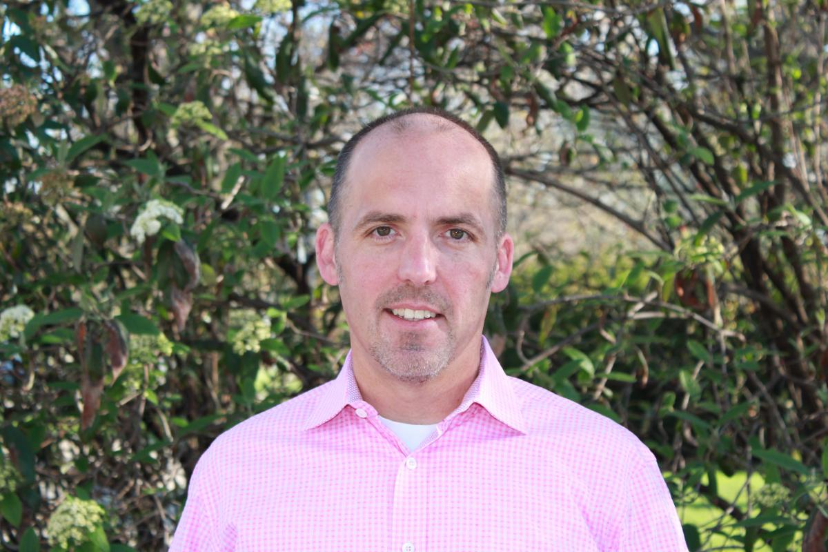 Dr.Christopher Simons Headshot